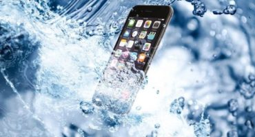 How to Get Water Out of iPhone